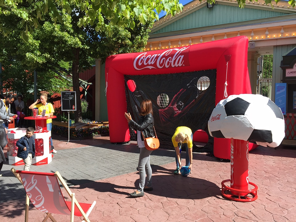 AIRSYSTEMS - Spécialiste Structures gonflables : STRUCTURES SPORTIVES GONFLABLES : Terrain de sport, but gonflable - Coca-cola