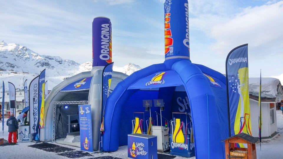 Fabricant PLV gonflables - stands gonflables - Stand gonflable publicitaire - ORANGINA