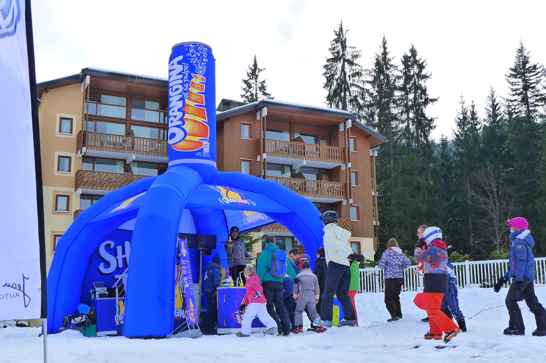 stand gonflable publicitaire orangina