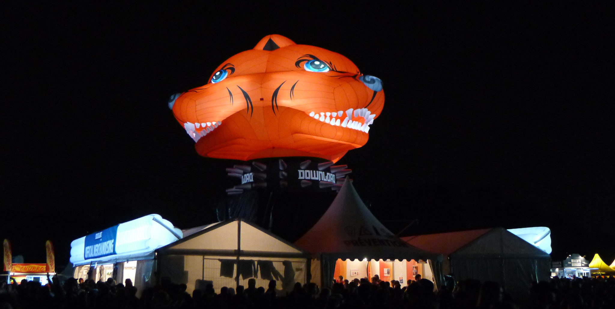 AIRSYSTEMS-AIRSTYLE-Festival-Download-Mascotte-Pitbull-gonflable-7m-4